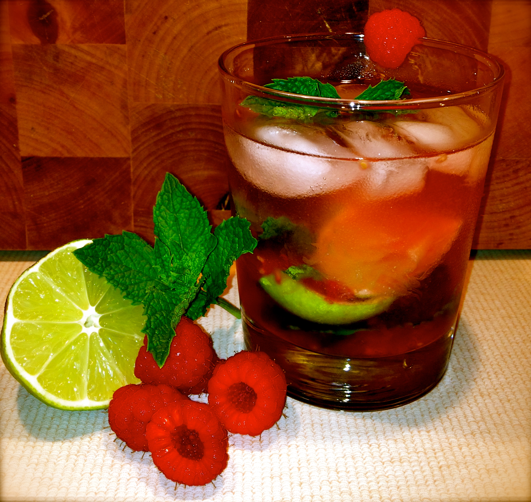Make your own raspberry mojito. Photo credit: Myrna Rodríguez